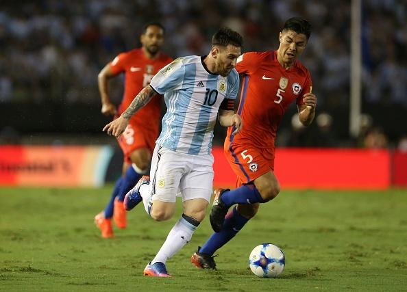 Messi lap cong, Argentina ha Chile de vao top 3 hinh anh 9