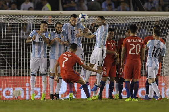 Messi lap cong, Argentina ha Chile de vao top 3 hinh anh 10