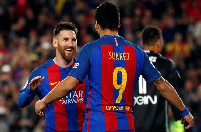 Messi om hon con trai Suarez anh 1