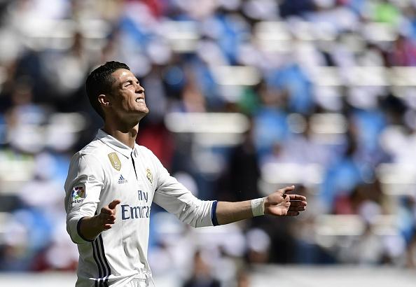 Real Madrid 3-0 Alaves: Ronaldo sam vai kien tao hinh anh 14