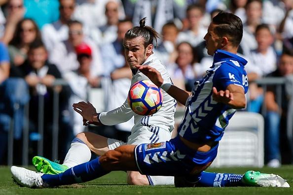 Real Madrid 3-0 Alaves: Ronaldo sam vai kien tao hinh anh 22