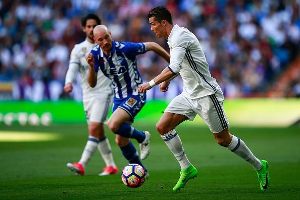 Real Madrid 3-0 Alaves: Ronaldo sam vai kien tao hinh anh 20