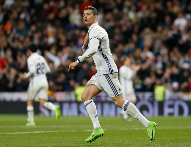 Real Madrid 3-0 Alaves: Ronaldo sam vai kien tao hinh anh 7