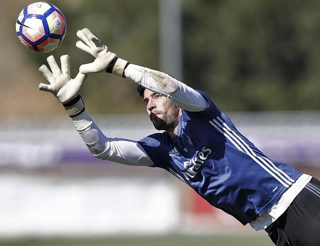 Ronaldo dung tay choc vao cho nhay cam anh 8