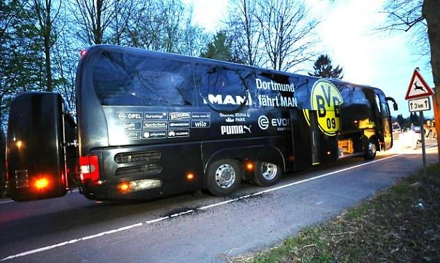 Khung bo nhan trach nhiem danh bom xe bus Dortmund hinh anh 1