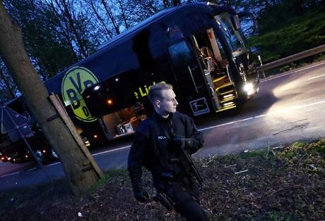 Canh sat bat ke tinh nghi danh bom xe bus Dortmund hinh anh