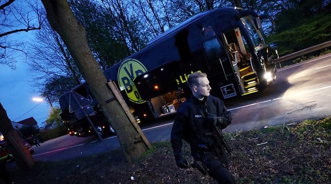 Canh sat bat ke tinh nghi danh bom xe bus Dortmund hinh anh 1