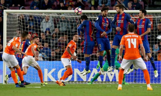 Messi lap cu dup, fan Barca tai hien man an mung dac biet cua Leo hinh anh 10