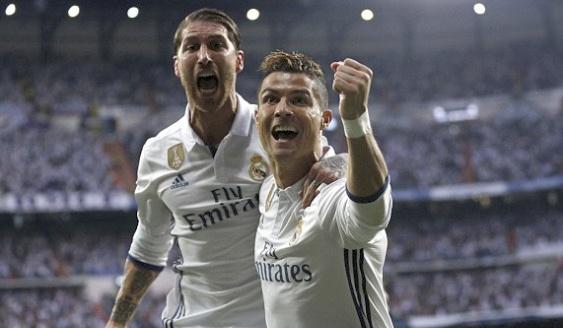 Ronaldo lap hat-trick, Real thang dam Atletico hinh anh