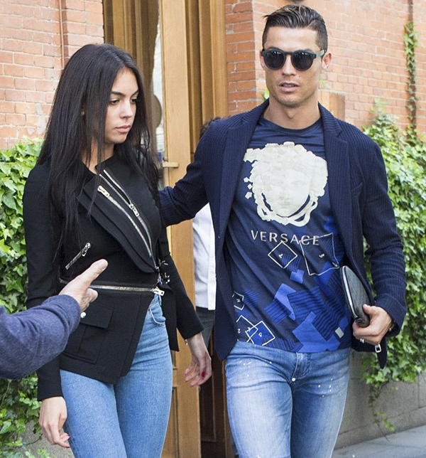 Ronaldo va ban gai nong bong anh 1