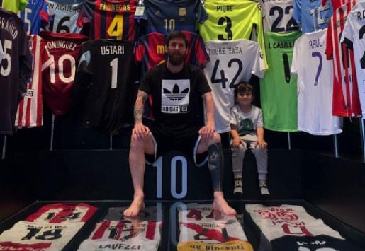 Messi khoe bo suu tap co ao so 7 cua Real hinh anh