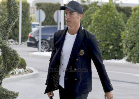 Ronaldo va dan sao Real sanh dieu truoc ban ket luot ve hinh anh