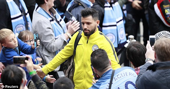 Man City vs Leicester (2-1): Mahrez bi tuoc ban thang phat den hinh anh 5