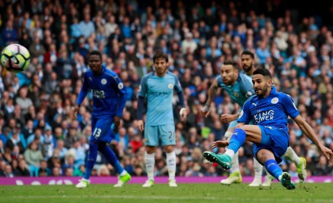 Man City vs Leicester (2-1): Mahrez bi tuoc ban thang phat den hinh anh 25