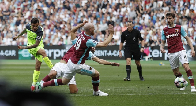 Thang dam West Ham, Liverpool tien sat ve Champions League hinh anh 23
