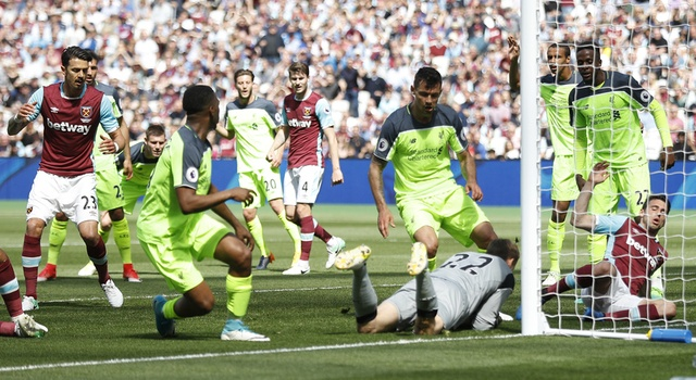 Thang dam West Ham, Liverpool tien sat ve Champions League hinh anh 22
