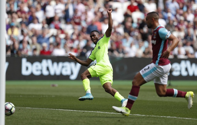 Thang dam West Ham, Liverpool tien sat ve Champions League hinh anh 17