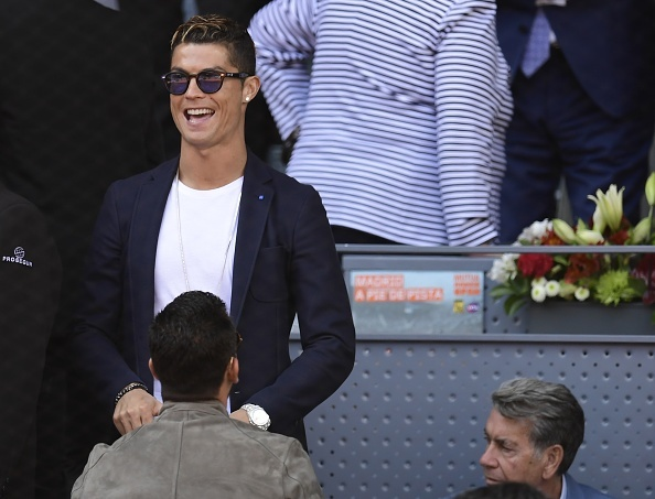 Ronaldo vui ve, hai huoc du khan dai chien Nadal vs Djokovic hinh anh 4