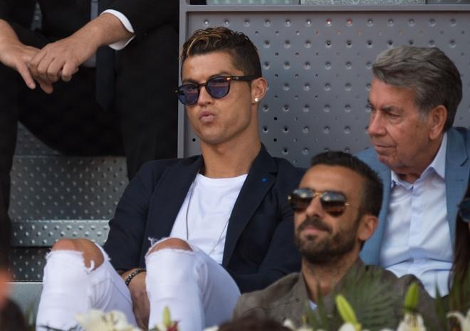 Ronaldo vui ve, hai huoc du khan dai chien Nadal vs Djokovic hinh anh 5