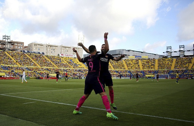 Neymar lap hat-trick, Barca van xep tren Real hinh anh 3