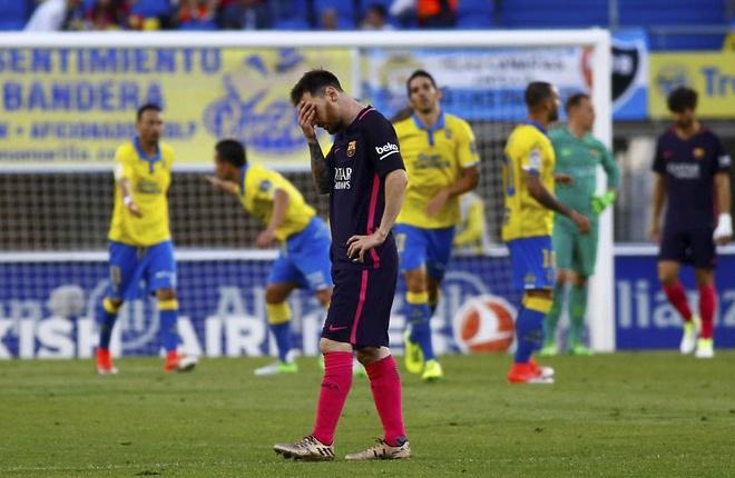 Neymar lap hat-trick, Barca van xep tren Real hinh anh 4