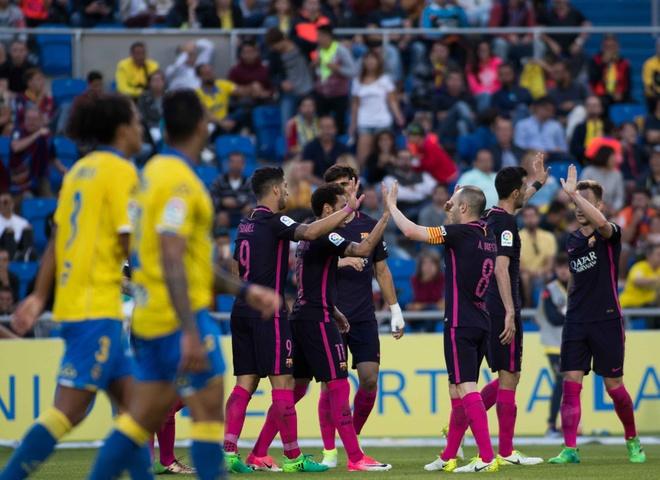 Neymar lap hat-trick, Barca van xep tren Real hinh anh 9