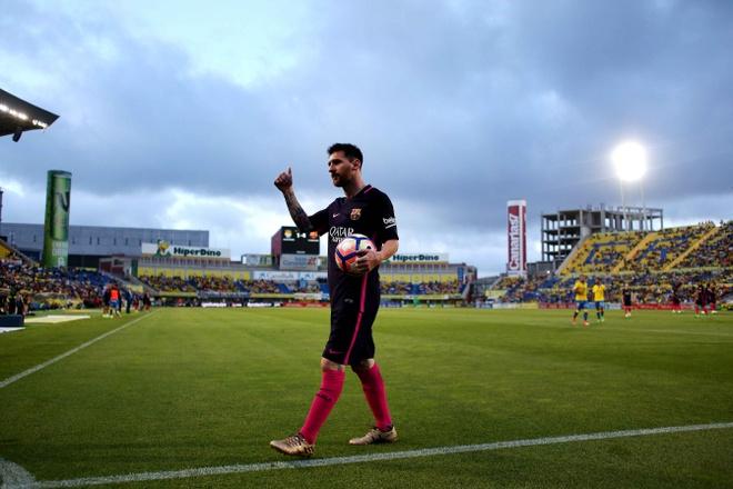 Neymar lap hat-trick, Barca van xep tren Real hinh anh 7
