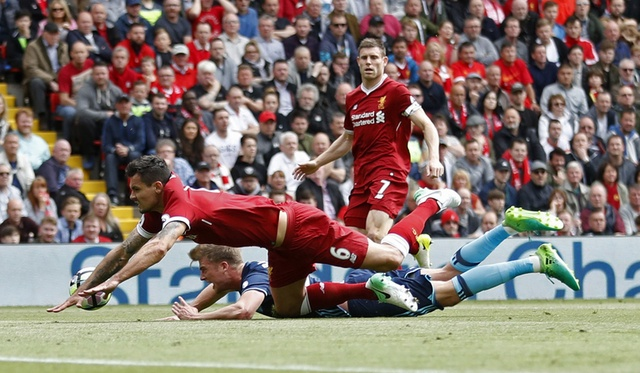 Liverpool,  Arsenal tranh ve du Champions Leagu anh 23
