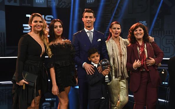 Ban gai Ronaldo lo bung to giua tin don mang bau hinh anh 6