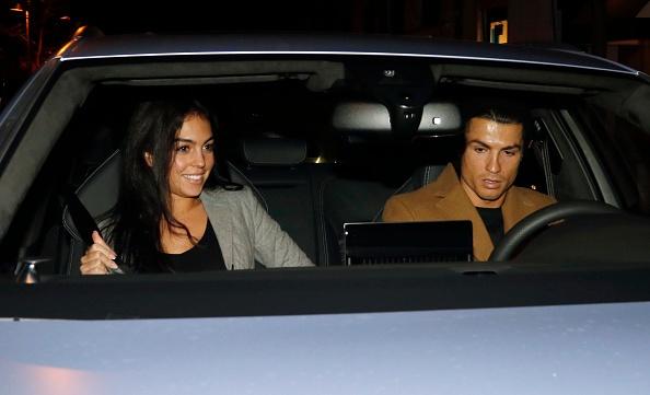Ban gai Ronaldo lo bung to giua tin don mang bau hinh anh 5