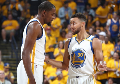 Curry, Durant toa sang, Warriors dan Cavaliers 2-0 hinh anh