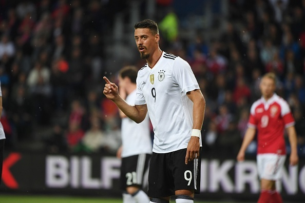 Sao Bayern ghi ban 'xe dap chong nguoc', Duc nhoc nhan hoa Dan Mach hinh anh 8