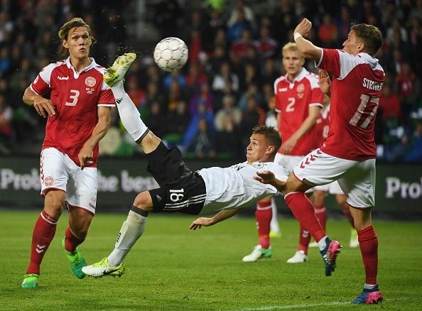 Sao Bayern ghi ban 'xe dap chong nguoc', Duc nhoc nhan hoa Dan Mach hinh anh 10