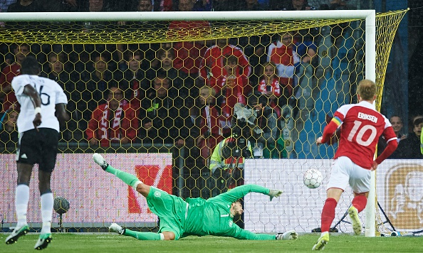 Sao Bayern ghi ban 'xe dap chong nguoc', Duc nhoc nhan hoa Dan Mach hinh anh 4