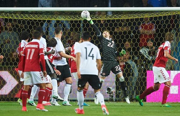 Sao Bayern ghi ban 'xe dap chong nguoc', Duc nhoc nhan hoa Dan Mach hinh anh 9