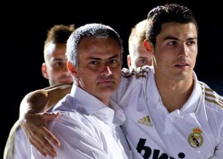 Ronaldo hau toa, Mourinho bi cao buoc tron thue hinh anh