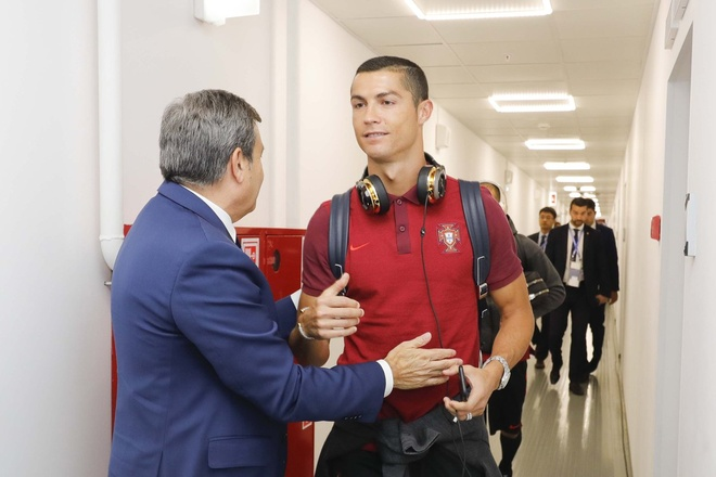Ronaldo lap cong, Bo Dao Nha ha guc chu nha Nga hinh anh 13