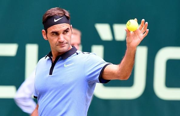Video Federer giai ma 'hien tuong' Khachanov, vao chung ket Halle Open hinh anh