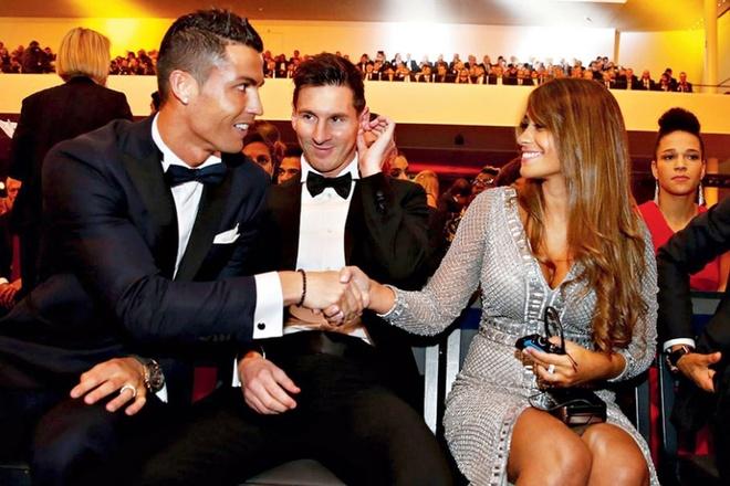 Messi khong moi Ronaldo, Maradona va thay cu du le cuoi hinh anh 1