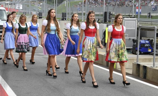 Dan grid girl ham nong truong dua F1 nuoc Ao hinh anh