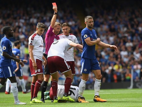 Chelsea vs Burnley (2-3): Doi chu nha nhan 2 the do hinh anh 1