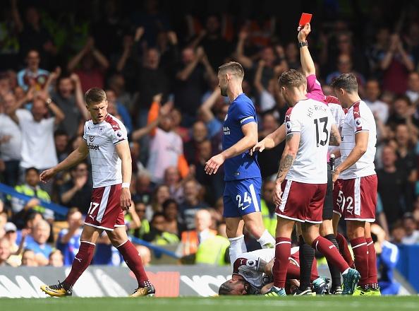 Chelsea vs Burnley (2-3): Doi chu nha nhan 2 the do hinh anh 14