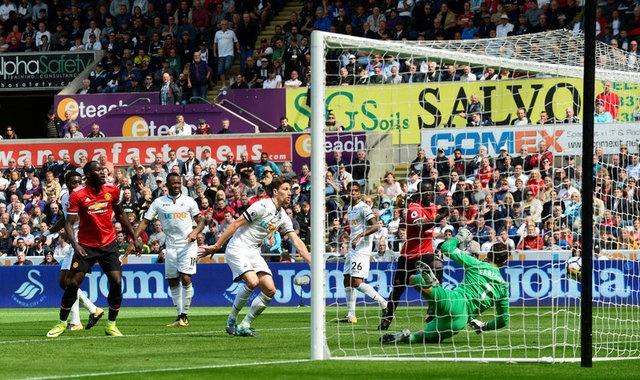 Swansea vs MU (0-4): Lukaku, Pogba toa sang hinh anh 18