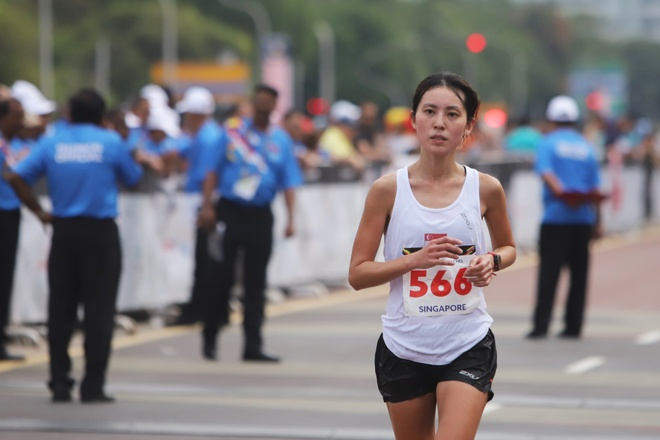 Nup gio doi thu that bai, marathon Viet Nam chi gianh HCB hinh anh 15