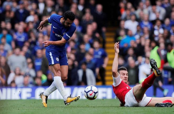 Chelsea 0-0 Arsenal: Doi khach an mung hut, David Luiz nhan the do hinh anh 17