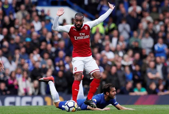 Chelsea 0-0 Arsenal: Doi khach an mung hut, David Luiz nhan the do hinh anh 19