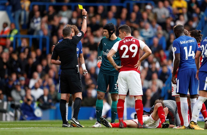 Chelsea 0-0 Arsenal: Doi khach an mung hut, David Luiz nhan the do hinh anh 22