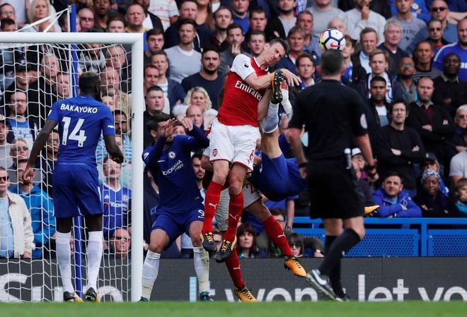 Chelsea 0-0 Arsenal: Doi khach an mung hut, David Luiz nhan the do hinh anh 21