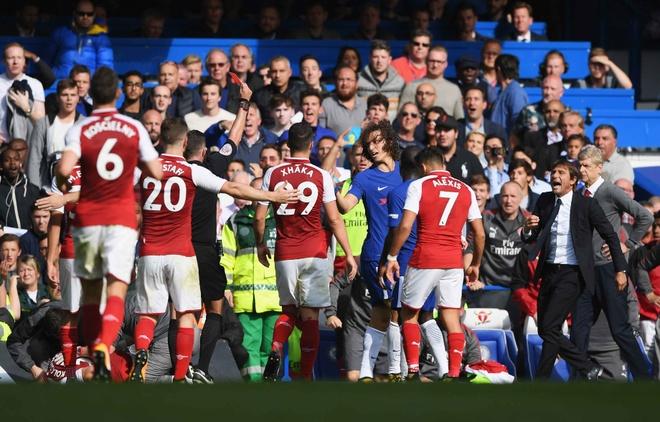 Chelsea 0-0 Arsenal: Doi khach an mung hut, David Luiz nhan the do hinh anh 1