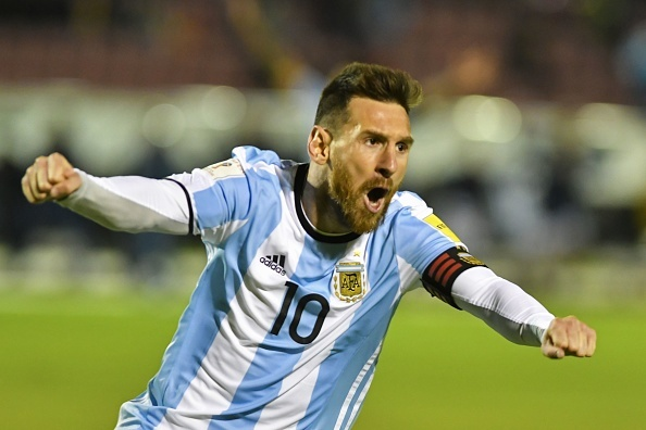 Messi lap hat-trick giup Argentina gianh ve du World Cup hinh anh